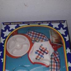 Muñecas Españolas Modernas: EQUIPO BABERIN PARA BABY MOCOSETE. Lote 154492469