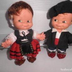 Muñecas Españolas Modernas: PAREJA DE MUÑECOS PINCHITOS DE BERJUSA REGIONALES AÑOS 70. Lote 155542034