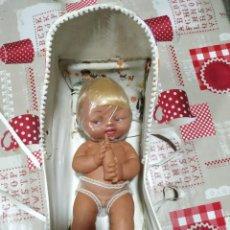Muñecas Españolas Modernas: MUÑECO NIÑO SEXADO DE PLASTISOL PORTA BABYS MODELO GRANDE DE 32 CM DE GUILLEN Y VICEDO. Lote 156557494