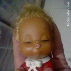 Muñecas Españolas Modernas: MUECA MUÑECA PRESUMIDA ANTIGUA GOMA PELO RUBIO MADE JAPAN VINTAGE RETRO. Lote 158586602