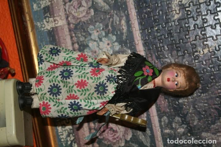 Muñecas Españolas Modernas: antigua muñeca fieltro o piel melocoton tipo regional - Foto 2 - 159436558
