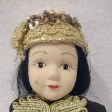 Muñecas Españolas Modernas: MUÑECA PORCELANA 22CM. ARTICULADA. TODA DE PORCELANA.. Lote 160380086