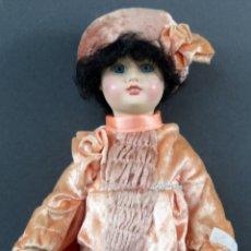 Muñecas Españolas Modernas: MUÑECA PORCELANA RAMÓN INGLÉS MARCA NUCA AÑOS 80 34 CM . Lote 166283522