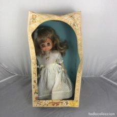 Muñecas Españolas Modernas: ANTIGUA MUÑECA DURPE, CON CAJA ORIGINAL. 32 CM DE ALTO. VESTIDO COMUNION, TIPO NANCY. Lote 168043172