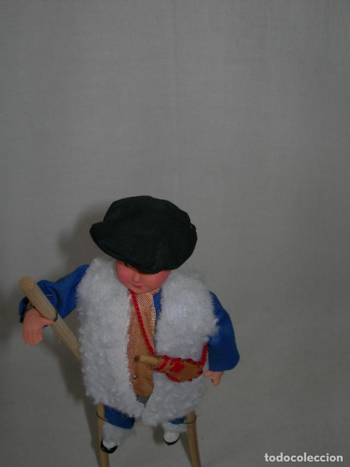 Muñecas Españolas Modernas: CURIOSO MUÑECO CON SU TRAJE TÍPICO, ZANCOS Y BOTA DE VINO - Foto 3 - 171128427