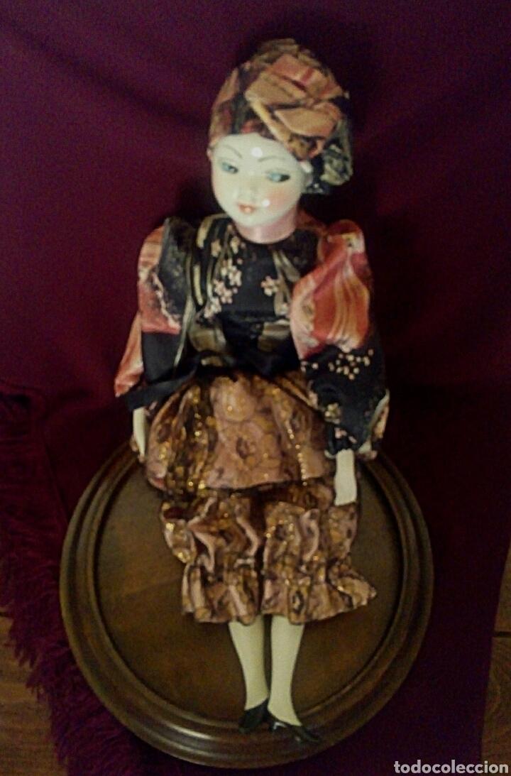 Muñecas Españolas Modernas: Muñeca de porcelana de Ramon Ingles. Mirando de reojo. - Foto 3 - 174184449