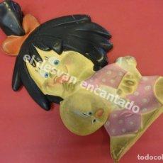 Muñecas Españolas Modernas: LA FAMILIA TELERIN. ANTIGUA BOLSA DE AGUA CON LA FIGURA DE CLEO. Lote 178117309