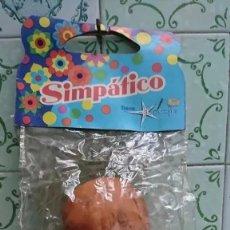 Muñecas Españolas Modernas: RAREZA COLECCIONISTAS ANTIGUO MUÑECO SIMPATICO MUÑECA AÑOS 80 MARCA CINCOPES ESPAÑA. Lote 178347015