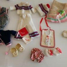 Muñecas Españolas Modernas: LOTE MUÑECA BABY MOCOSETE TOYSE AÑOS 80. Lote 179094637