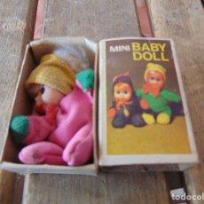 Muñecas Españolas Modernas: MUÑECA MINI BABY DOLL EN SU CAJA ORIGINAL IMITANDO CAJA DE FOSFOROS. Lote 179192456