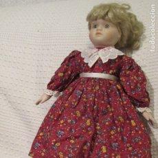 Muñecas Españolas Modernas: MUÑECA SIN MARCA DE PORCELANA Y CUERPO DE TELA MIDE 48 CMS.. Lote 182295330