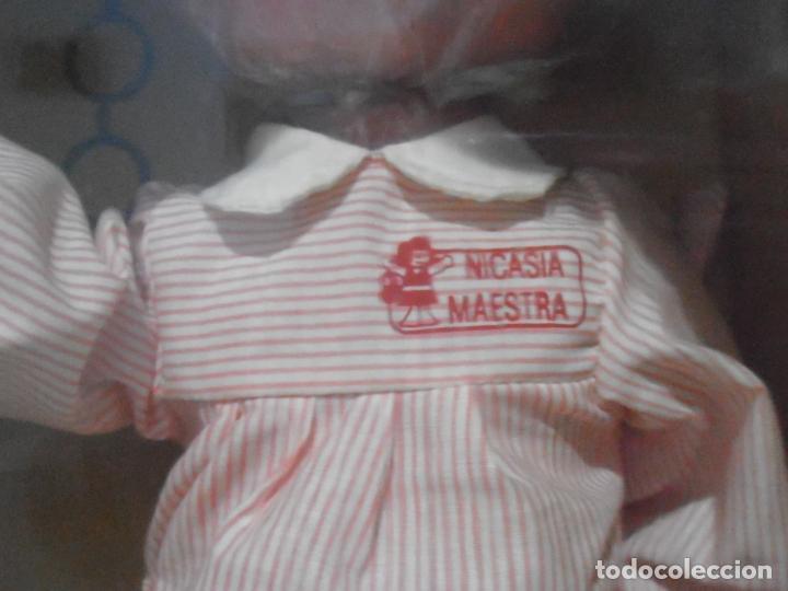 Muñecas Españolas Modernas: MUÑECA NICASIA DE ESVI, MAESTRA, CAJA ORIGINAL SIN ESTRENAR, ANTIGUA JUGUETERIA - Foto 3 - 184862841