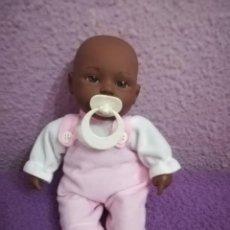 Muñecas Españolas Modernas: MUÑECA NEGRITA MAGIC BABY CON SONIDO LLORAR. Lote 154640866