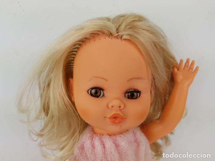 Muñecas Españolas Modernas: muñeca sintra de berjusa ojos marrones pelo rizado - Foto 3 - 191387846