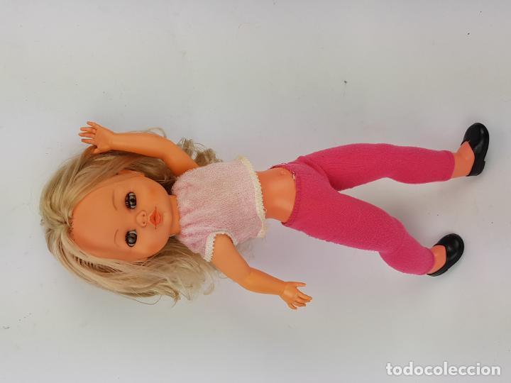 Muñecas Españolas Modernas: muñeca sintra de berjusa ojos marrones pelo rizado - Foto 2 - 191387846