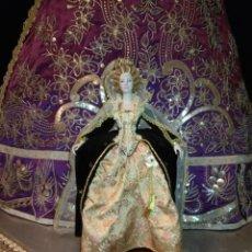 Bonecas Espanholas Modernas: ISABEL INGLATERRA MUÑECA CERAMICA PORCELANA FABRICA CHICLANA MARIN 46 CM BROCADO TERCIPELO CORONA. Lote 192096563