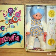 Muñecas Españolas Modernas: ANTIGUA MUÑECA MIRUFA, DE VICMA - NUEVA A ESTRENAR Y EN SU CAJA ORIGINAL - AÑOS 70 - AZUL. Lote 194261530