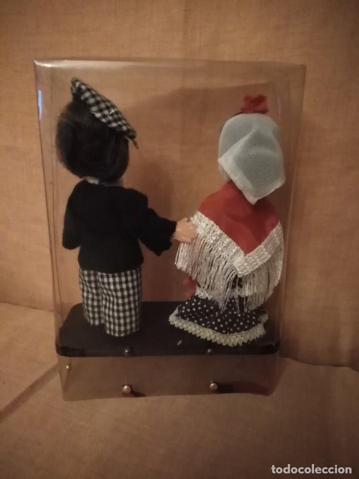 Muñecas Españolas Modernas: Pareja de muñeca regionales chulapos de Madrid antiguo. - Foto 4 - 194326520