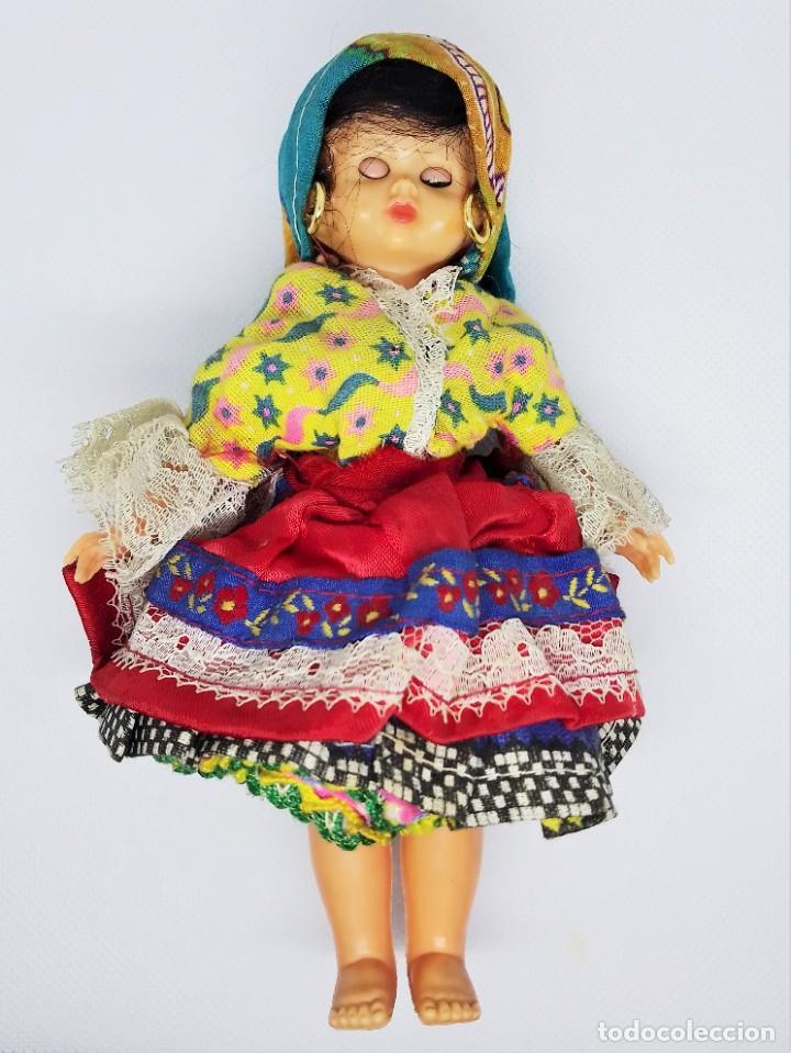MUÑECA DE CELULOIDE Y PLÁSTICO CON OJOS DURMIENTES Y VESTIDO REGIONAL SIN MARCA (Juguetes - Otras Muñecas Españolas Modernas)