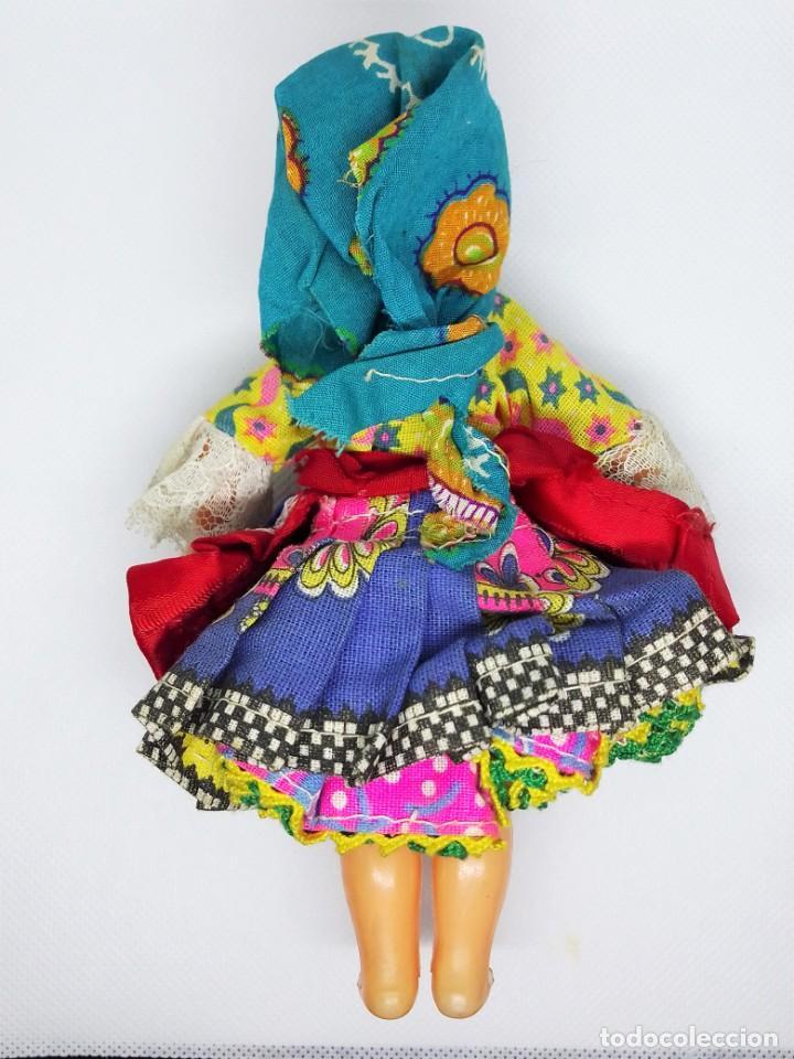 Muñecas Españolas Modernas: Muñeca de celuloide y plástico con ojos durmientes y vestido regional sin marca - Foto 2 - 194543765