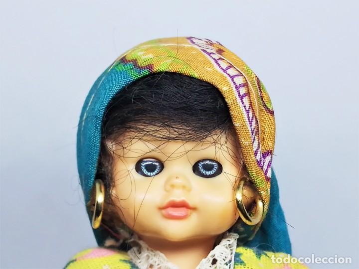 Muñecas Españolas Modernas: Muñeca de celuloide y plástico con ojos durmientes y vestido regional sin marca - Foto 4 - 194543765
