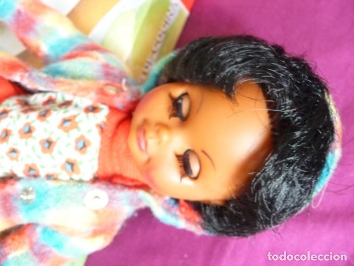 Muñecas Españolas Modernas: Muñeca carina de vicma negra negrita con ropa original años 70 muy dificil epoca nancy - Foto 13 - 194897231