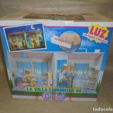 Muñecas Españolas Modernas: VILLA LUMINOSA MUÑECA CHABEL DE FEBER - 1990 - AÑOS 90 - CON MANDO A DISTANCIA. Lote 194937098