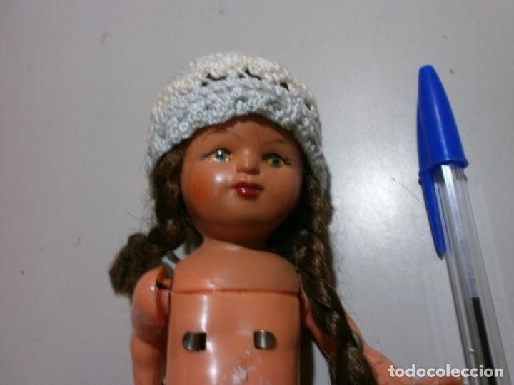 Muñecas Españolas Modernas: antigua muñeca con mecanismo de cuerda sonajero funciona - Foto 2 - 196193215