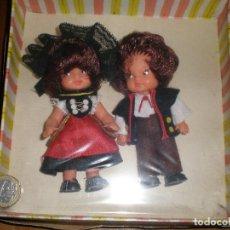 Muñecas Españolas Modernas: MUÑECOS ANTIGUOS,TAMAÑO BARRIGUITAS,VESTIMENTA TÍPICA SUIZA. Lote 218825835