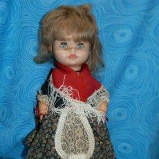Bonecas Espanholas Modernas: ANTIGUA MUÑECA REGIONAL SIN MARCA, OJOS IRIS MARGARITA AZULES. Lote 197414391