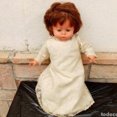 Muñecas Españolas Modernas: MUÑECA LLORIQUEOS DE VICMA, MODELO GRANDE. Lote 199807085