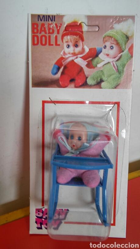 SILLA TRONA MECEDORA AZUL CON MUÑECO BABY DOLL.BABY TOY 70S.SIN ABRIR. (Juguetes - Otras Muñecas Españolas Modernas)
