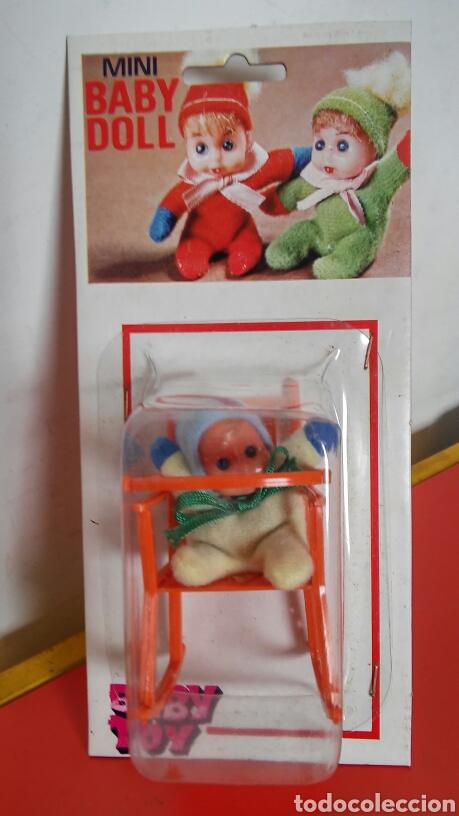 SILLA TRONA MECEDORA NARANJA CON MUÑECO BABY DOLL.BABY TOY 70S.SIN ABRIR. (Juguetes - Otras Muñecas Españolas Modernas)