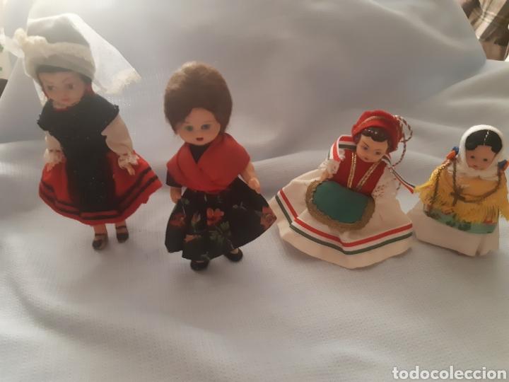 MUÑEQUITAS CON TRAJES REGIONALE (Juguetes - Otras Muñecas Españolas Modernas)