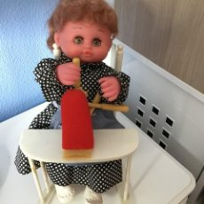 Muñecas Españolas Modernas: MUÑECA A CUERDA DE LOS AÑOS 70, ESPAÑOLA.. Lote 212227236