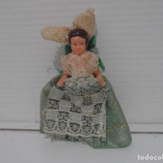 Muñecas Españolas Modernas: PEQUEÑA MUÑECA PLASTICO, TRAJE FALLERA, 6 CM, AÑOS 70. Lote 212624310