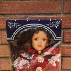 Muñecas Españolas Modernas: MUÑECA DE PORCELANA DE COLECCIÓN. 48 CM. DE ALTURA. Lote 214041811