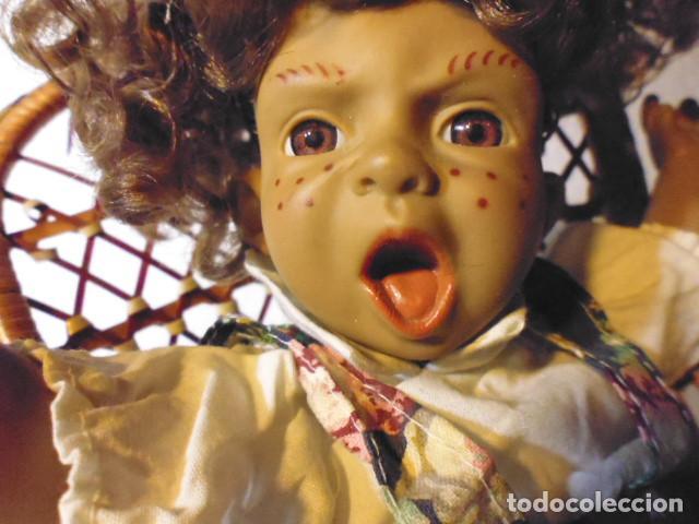 Muñecas Españolas Modernas: MUÑECA TIPO GESTITOS, IMITACIÓN DANTON JOS. CON SILLA MIMBRE. - Foto 3 - 216708345