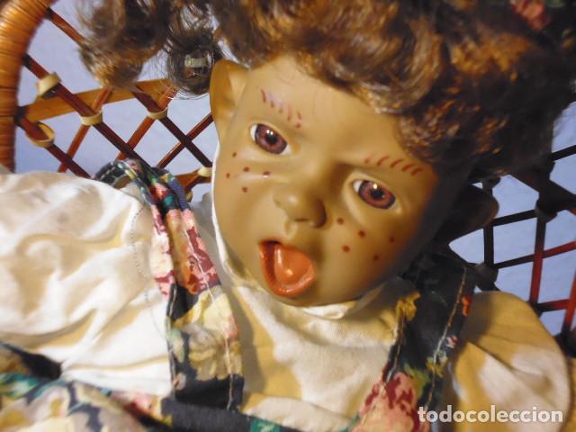 Muñecas Españolas Modernas: MUÑECA TIPO GESTITOS, IMITACIÓN DANTON JOS. CON SILLA MIMBRE. - Foto 18 - 216708345