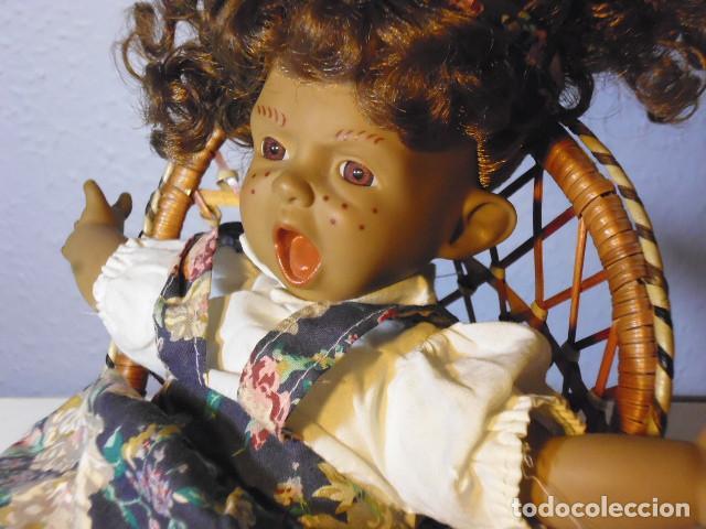 Muñecas Españolas Modernas: MUÑECA TIPO GESTITOS, IMITACIÓN DANTON JOS. CON SILLA MIMBRE. - Foto 19 - 216708345