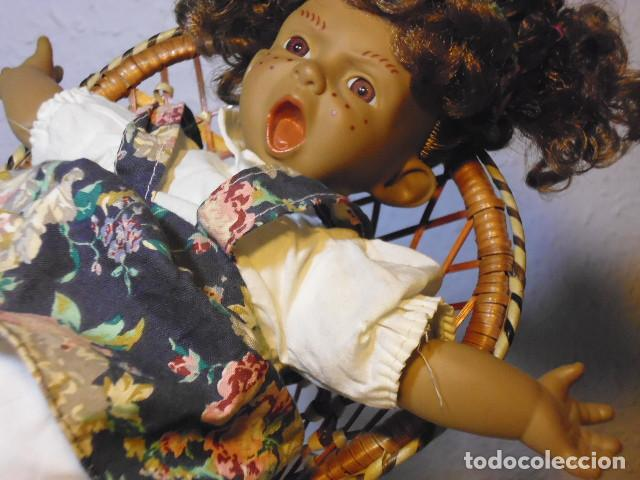 Muñecas Españolas Modernas: MUÑECA TIPO GESTITOS, IMITACIÓN DANTON JOS. CON SILLA MIMBRE. - Foto 20 - 216708345