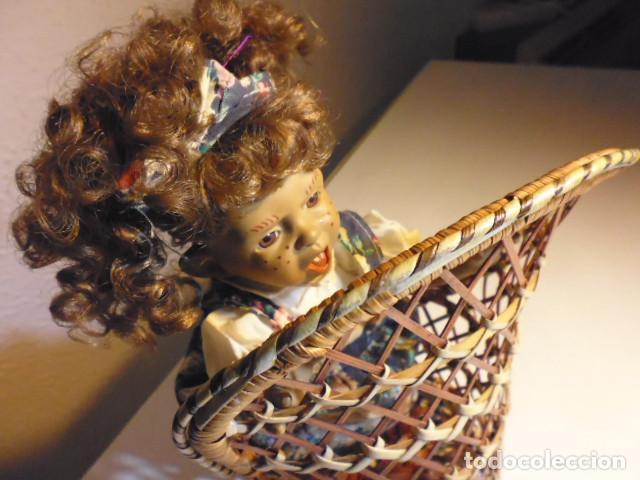 Muñecas Españolas Modernas: MUÑECA TIPO GESTITOS, IMITACIÓN DANTON JOS. CON SILLA MIMBRE. - Foto 24 - 216708345