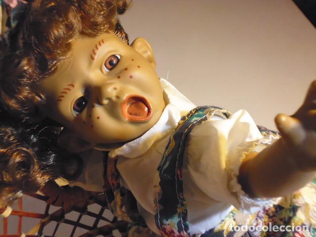Muñecas Españolas Modernas: MUÑECA TIPO GESTITOS, IMITACIÓN DANTON JOS. CON SILLA MIMBRE. - Foto 26 - 216708345