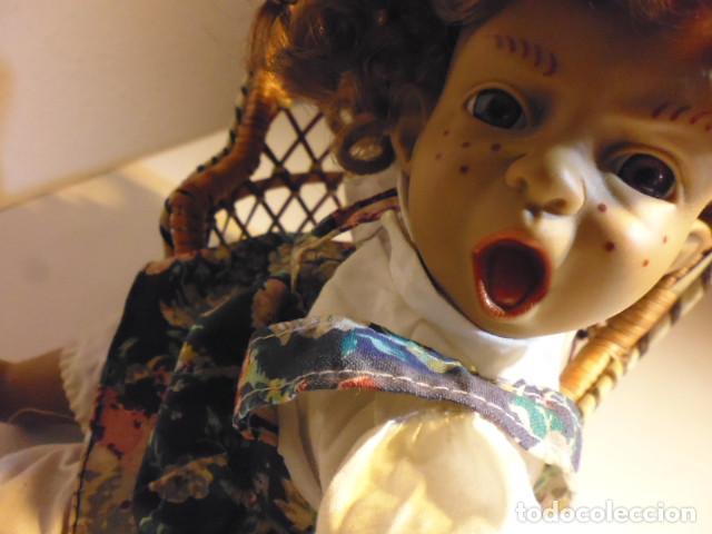 Muñecas Españolas Modernas: MUÑECA TIPO GESTITOS, IMITACIÓN DANTON JOS. CON SILLA MIMBRE. - Foto 33 - 216708345