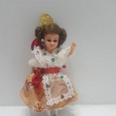 Muñecas Españolas Modernas: ANTIGÜA MUÑECA REGIONAL MINIATURA. Lote 217998533