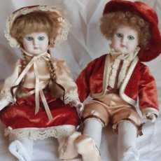 Muñecas Españolas Modernas: PAREJA DE MUÑECOS RAMON INGLES CERAMICA MUÑECA Y MUÑECO. Lote 218290426