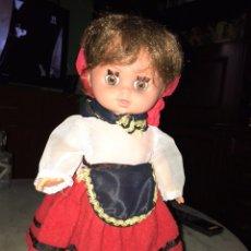 Muñecas Españolas Modernas: MUÑECA VESTIDA DE VASCA, 33 CM, OJOS DURMIENTES DE LOS AÑOS 80.. Lote 221128871
