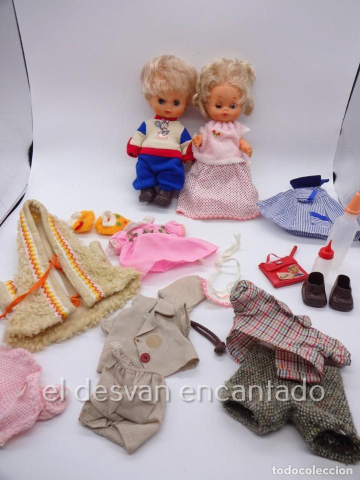 MOCOSIN DE TOYSE. LOTE DS MUÑECOS Y VARIOS ACCESORIOS Y ROPA (Juguetes - Otras Muñecas Españolas Modernas)
