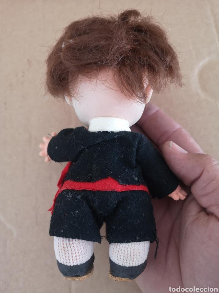 Muñecas Españolas Modernas: Antigua muñeca. (tiene cara descolorida como se aprecia en las fotos) - Foto 2 - 222847822