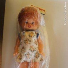 Muñecas Españolas Modernas: MUÑECA BERTINA EN SU BLISTER, INDUSTRIAS MIBER, AÑOS 70, VESTIDO FLORES. Lote 227824250